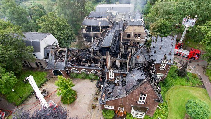 Het gemeentehuis in Waalre na de aanslag