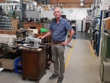 Directeur Tools to Work in Teteringen neemt afscheid van zijn naaimachines