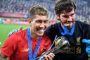 Roberto Firmino (l) besliste het laatste WK voor clubteams. De Braziliaan viert feest met zijn landgenoot Alisson Becker na de winst op Flamengo.