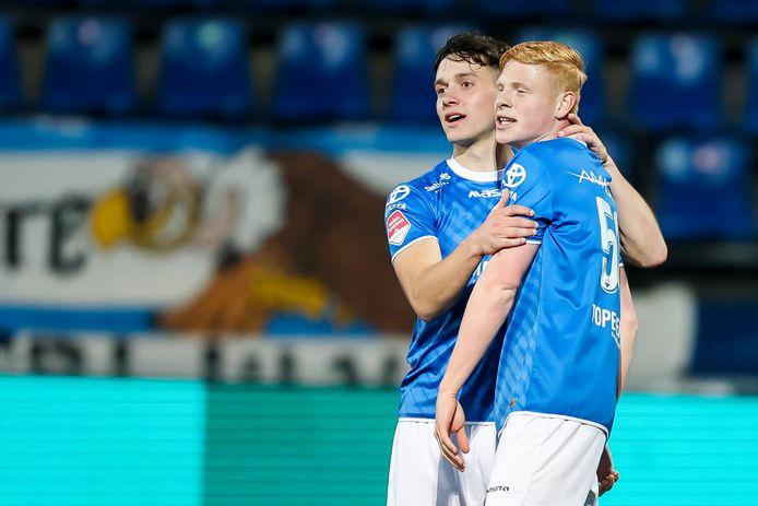 Jorn van Hedel (20, rechts) en Sebastiaan van Bakel (19) tekenden de afgelopen week allebei voor langere tijd bij FC Den Bosch.