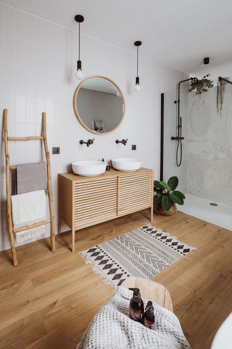 Ook in de badkamer kiest Sofie voluit voor natuurlijke materialen.