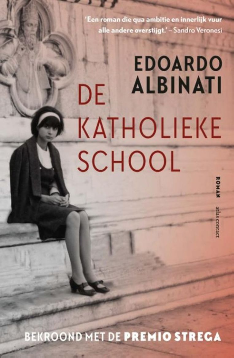 Edoardo Albinati, 'De katholieke school', Atlas Contact, 1.312p., 39,99 euro. Vertaald door Manon Smits en Pieter van der Drift. Beeld rv