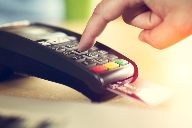 In Groot-Brittannië werden vorig jaar voor het eerst meer betalingen met bankkaart uitgevoerd dan cash.