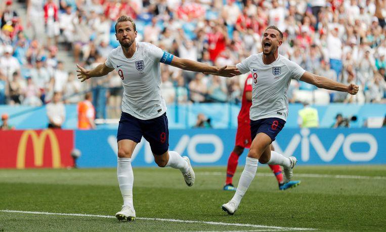 Harry Kane en Jordan Henderson vieren na de tweede goal tegen Panama.  Beeld Photo News