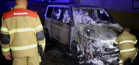 Voertuig uitgebrand in Den Bosch, brandstichting niet uitgesloten
