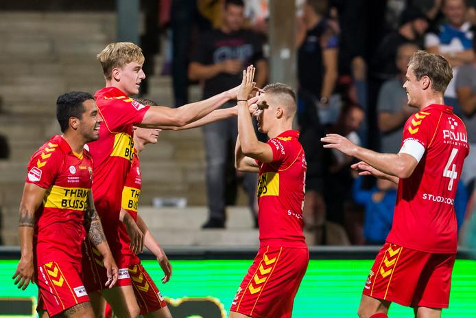 GA Eagles-debutant Maarten Pouwels (2L) heeft gescoord tegen Jong FC Utrecht.