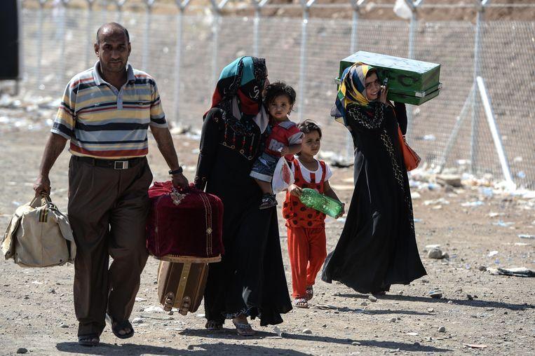 Inwoners ontvluchten Mosul, de tweede stad van Irak die vorige week werd veroverd door ISIS. Beeld GETTY
