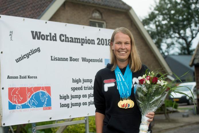 Wereldkampioene Lisanne Boer met haar familie terug in Wapenveld