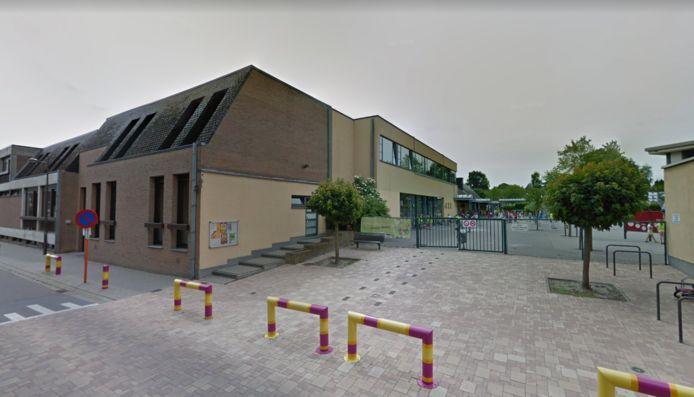 De Stedelijke Basisschool Kuringen kampte vrijdagochtend met een gaslek, waarop de kinderen tijdelijk niet naar school konden.