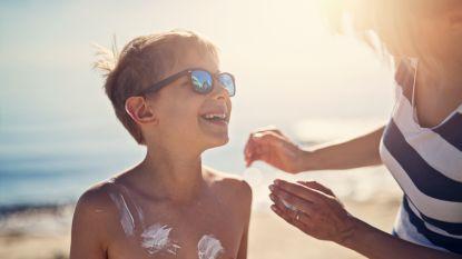 Speciale zonnecrème voor je kind? Hierop moet je letten volgens de dermatoloog