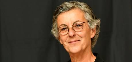 Griekse professor Yola Georgiadou piekert in Enschedese bossen: 'Kennis kritisch benaderen is van levensbelang'