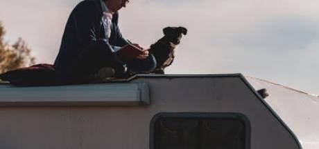 Dirk en hondje Panza gaan op ontdekkingsreis: eerste stop? De Doetinchemse gifvaten
