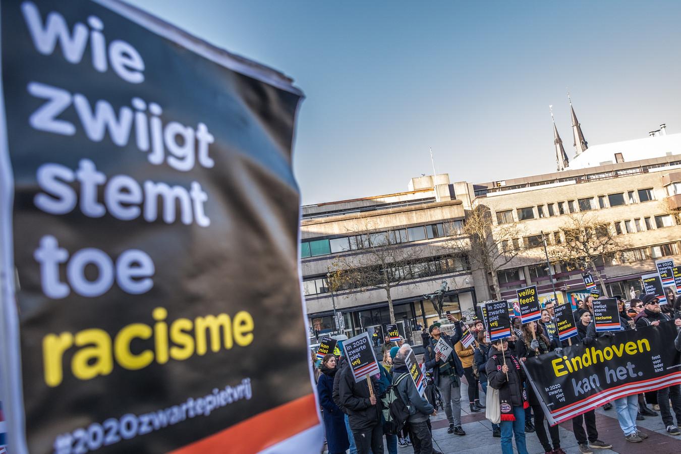 Kick Out Zwarte Piet houdt manifestatie op het Stadhuisplein in Eindhoven (archieffoto).