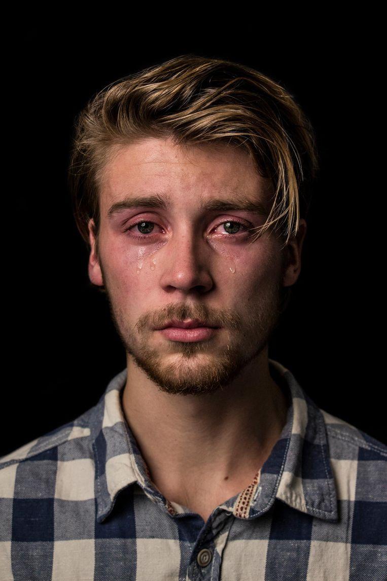 Vingerhoets: 'Huilen mag, ook als man, mits er maar niet te veel gesnotter bij komt kijken. Ook een overslaande stem en/of verwrongen gezicht worden niet gewaardeerd' Beeld Maud Fernhout