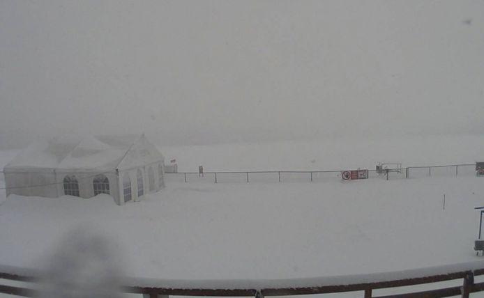 Op een aantal plaatsen in de Hoge Venen, zoals hier in Spa, dikt het sneeuwtapijt aan tot 40 centimeter.