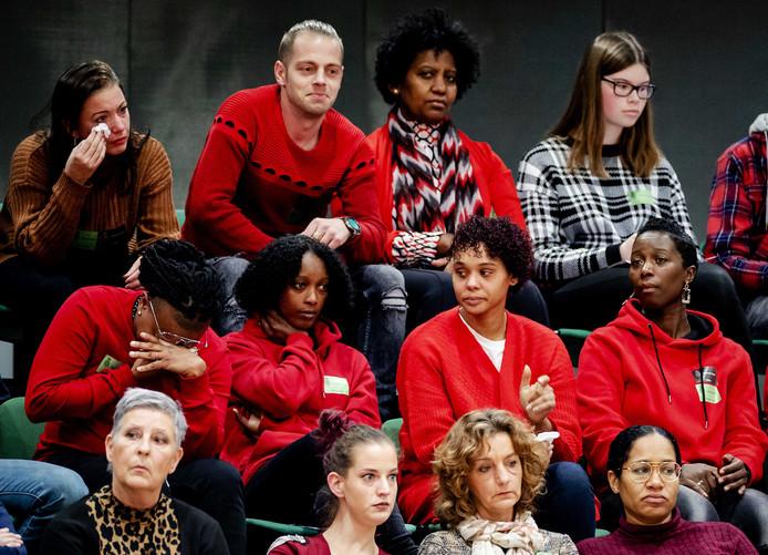 Getroffen ouders op de publieke tribune tijdens het debat met Staatssecretaris Menno Snel van Financien in de Tweede Kamer over het optreden van de Belastingdienst in de affaire rond kinderopvangtoeslagen. A