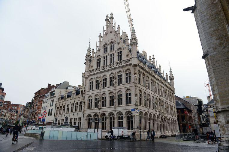 Het gerenoveerde Tafelrond op de Grote Markt is na zes jaar helemaal klaar.