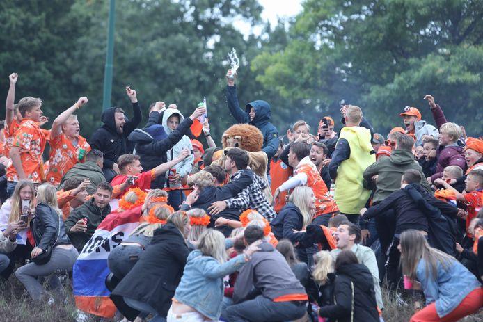Feest op de rotonde in Bunschoten