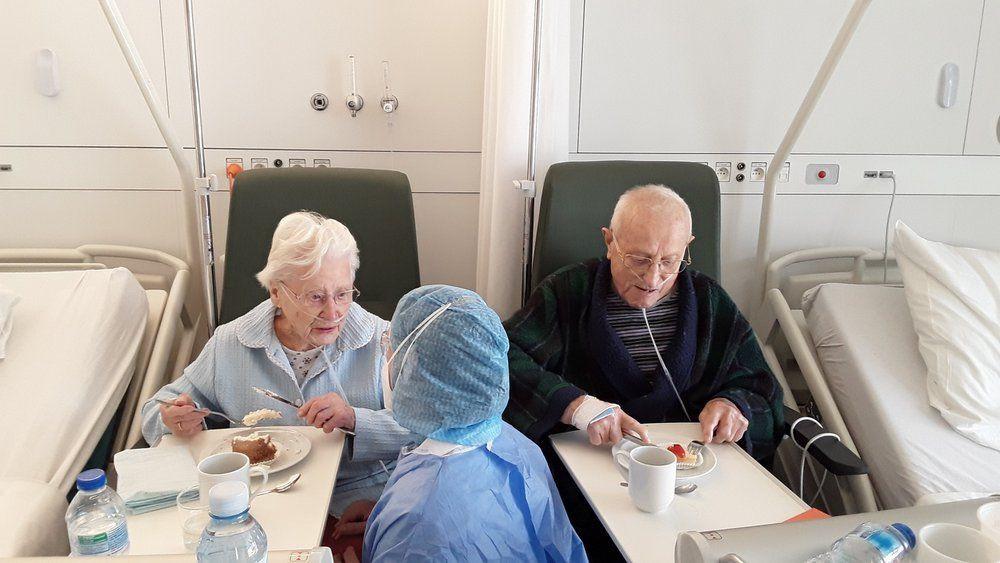 Gabriella Wylin (101) en Oscar Van den Driessche (94) waren in december 70 jaar getrouwd. Een verjaardag in mineur, want ze verbleven beiden in het AZ Delta in Rumbeke, op een van de covid-afdelingen.