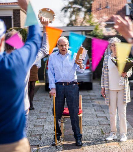 Aubade in ganzenpas bij oud-carnavalsprins Wim (90); 'Al dat plezier, dat leer je nooit meer af'
