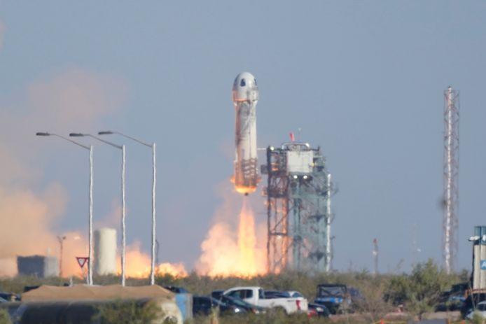 De raket stijgt op van het platform in het westen van Texas.