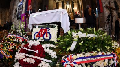 Raymond Poulidor onder grote belangstelling begraven, Hinault en Thevenet dragen hem de kerk binnen