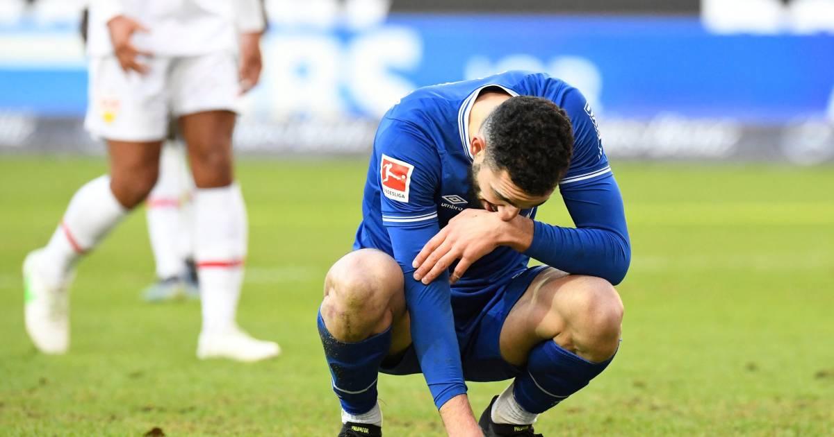Schalke zakt na 'spelersopstand' opnieuw door het ijs, Lewandowski helpt Bayern ruim langs Köln - AD.nl