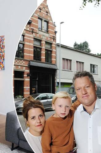 """""""200.000 euro meer dan verwacht"""": schrijnwerker Bram (38) valt bijna van zijn stoel als hij hoort hoeveel zijn zelf gerenoveerde huis waard is"""