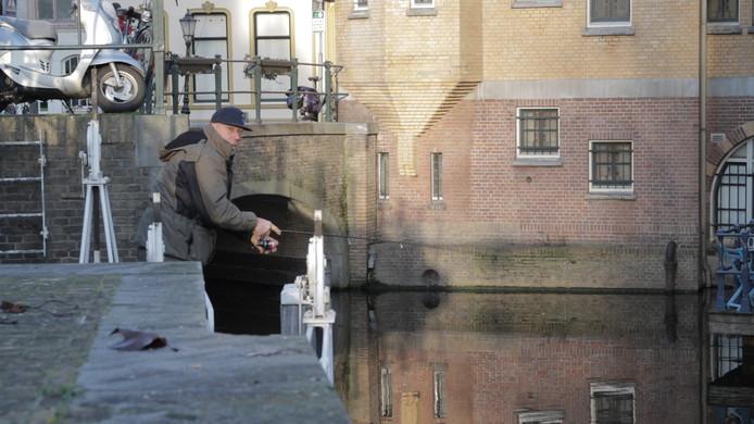Internationale hengelsporters gooiden in Gouda hun hengels uit voor een wedstrijd streetfishen.