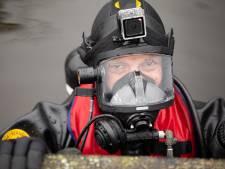 Kleding en schoenen gevonden langs waterkant: duikers van brandweer zoeken naar mogelijk slachtoffer