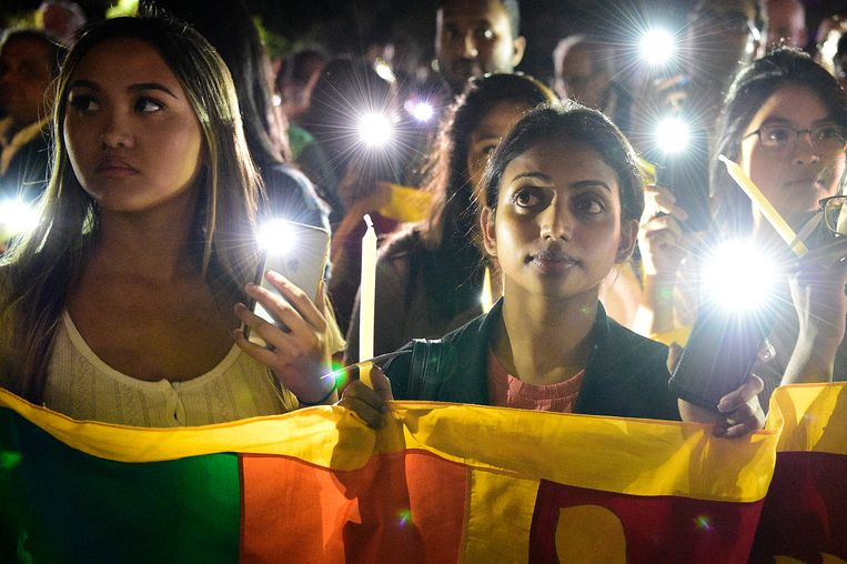 Meer dan tweeduizend mensen liepen in Sydney mee in een herdenkingstocht voor de aanslagen in Sri Lanka. Beeld EPA