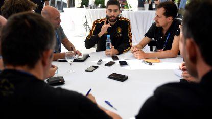 """Carrasco: """"Flankspelers en wingers kunnen zich even wegsteken, op de wingback is dat niet mogelijk. Het is dus een heel moeilijke positie"""""""