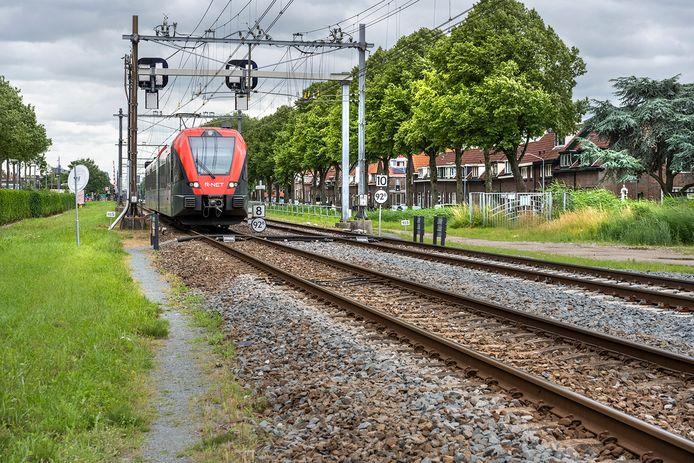 Het emplacement ter hoogte van de Transvaalstraat en de Crayensteynstraat in Dordrecht, waar 's nachts de treinen van de MerwedeLingelijn geparkeerd worden.