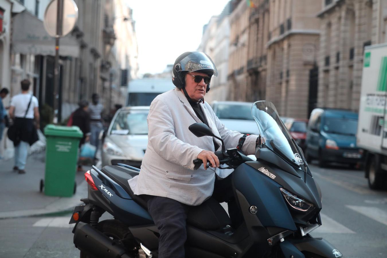 Photo d'illustration de Gérard Depardieu en scooter