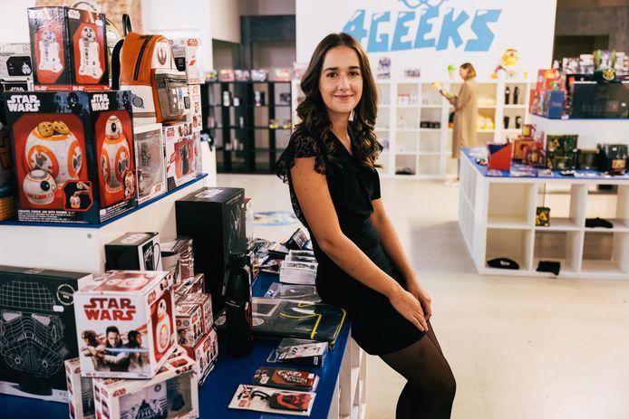 Zaakvoerster Annelore Bex in de nieuwe winkel 4Geeks op de Meir. 'Geek zijn is niet langer iets vreemds.'