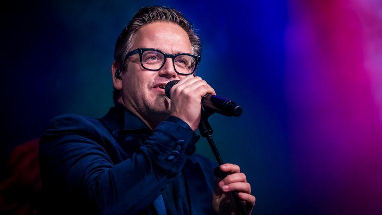Guus Meeuwis tijdens een optreden in de Melkweg tijdens de Sky Radio Christmas Showcase Beeld ANP