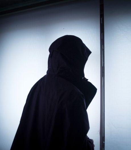 Ali (28) moest vluchten omdat hij homo is, maar staat in Nederland opnieuw doodsangsten uit: 'Een hel'