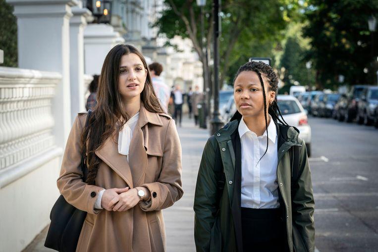 Marisa Abela (Yasmin) en Myha'la Herrold (Harper) in de serie 'Industry'. Beeld BBC/Bad Wolf Productions