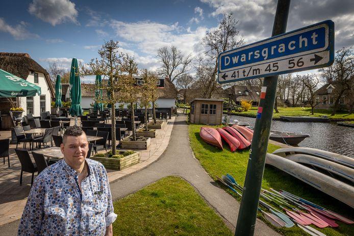 Frank Vos, eigenaar van café-restaurant De Otterskooi, ziet fietsers niet graag uit het dorp verdwijnen, zoals een deel van de bewoners wil.