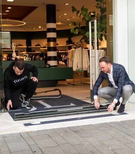Kraak in exclusieve merkzaak in Enschede: dieven scheurden weg in een cabrio met jassen van 1000 euro