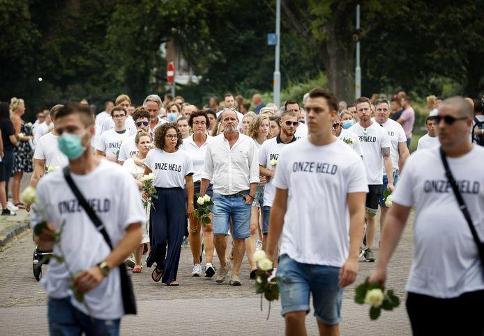 Familie en vrienden namen een week na de feiten deel aan een stille mars in Badhoevedorp nabij Amsterdam.