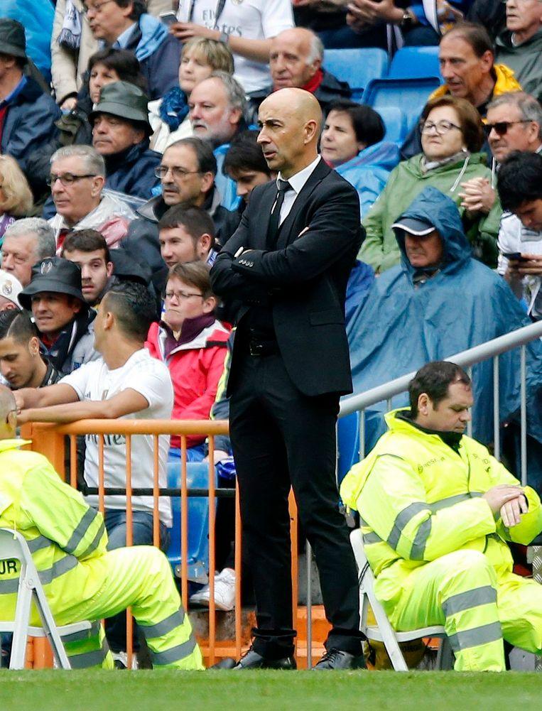 Ayestaran vorig jaar als coach van Valencia in het Bernabeu. Beeld epa