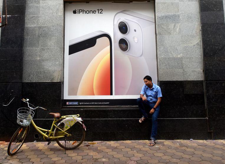 Billboard van Apple iPhone 12 in Kolkata, India.  Beeld NurPhoto via Getty Images