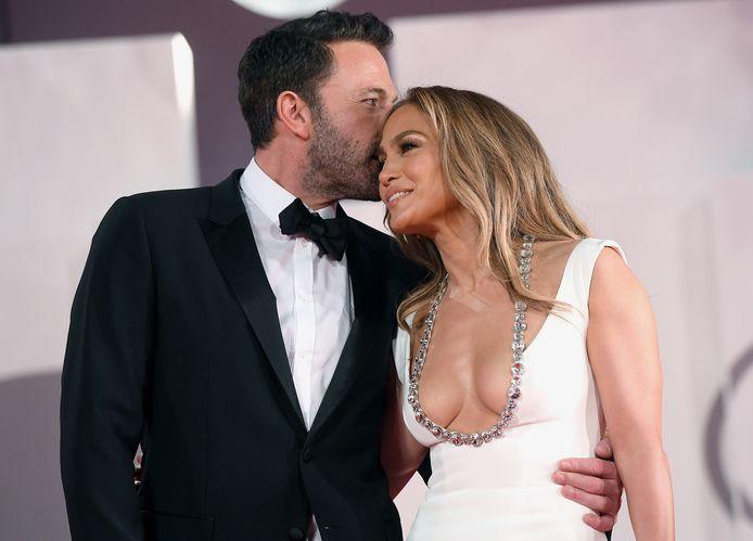 """Jennifer Lopez et Ben Affleck au 78e Festival du film de Venise pour la projection du film """"The Last Duel""""."""