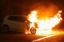 Een autobrand aan Schapedreef in Oss.