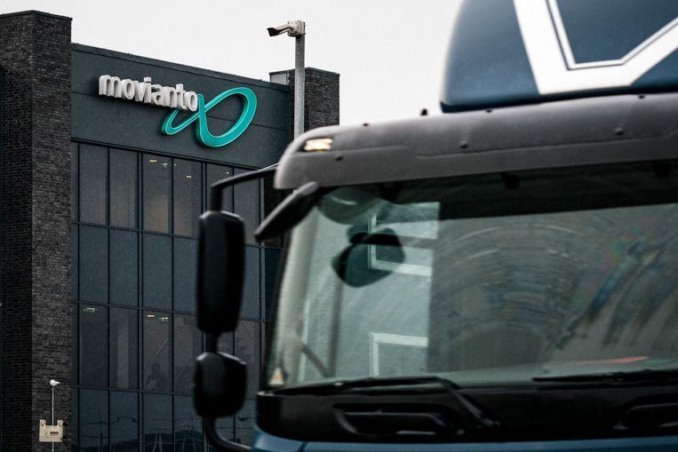 Vrachtwagens bij het distributiecentrum van Movianto, een onderdeel van het Amerikaanse Owens & Minor.  Beeld ANP