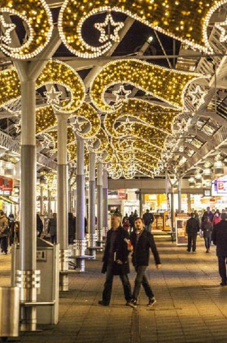Winkelcentrum Boven 't Y Beeld Het Parool/Floris Lok