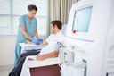Het tekort aan nierdonoren is zo groot dat patiënten soms jarenlang aan de dialyse moeten of vroegtijdig komen te overlijden.