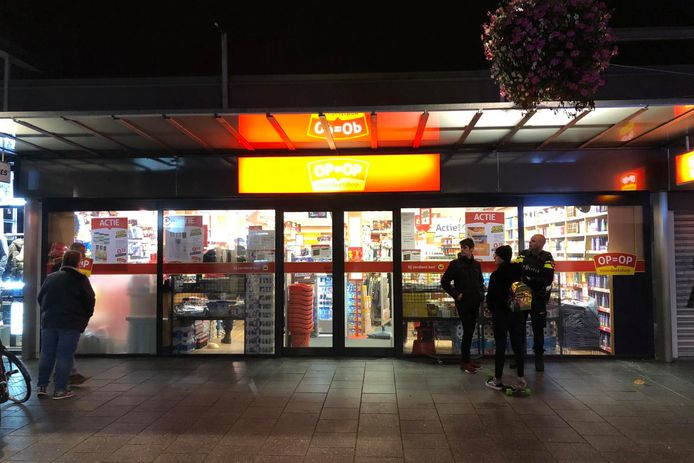 Gewapende overval door twee tieners in winkelcentrum Woensel in Eindhoven
