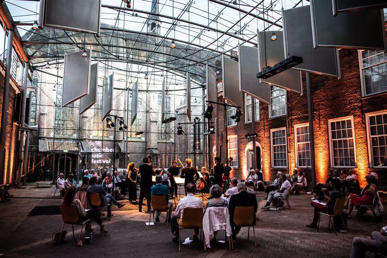 Violist Liza Ferschtman en vrienden tijdens het Delft Chamber Music Festival. Beeld Melle Meivogel